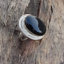 oval-cab-black-onyx-gemstone-925-sterling-silver-ring-size-7 (1